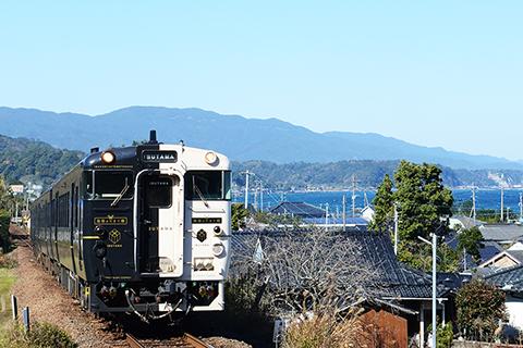 鹿児島中央駅から指宿駅まで、のんびり観光列車の旅もおすすめです。
